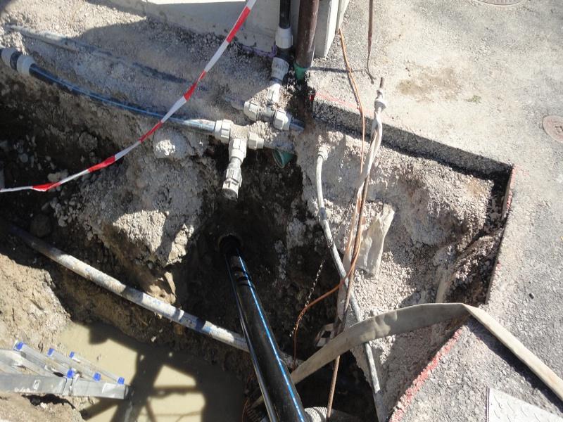 neues HDPE-Rohr verlegt, new HDPE pipe is pulled in  © TERRA AG, Reiden, Switzerland
