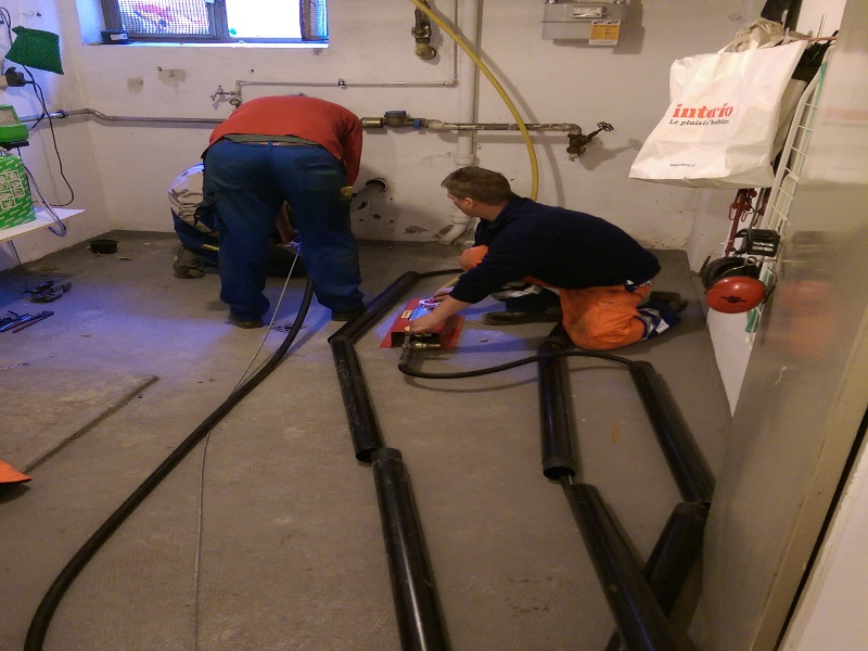 Kurzrohre verlegen, pipes for fresh water © TERRA AG, Reiden, Switzerland