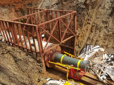 Pousse–Tube TR 565 en OUGANDA  - Des tubes acier de Ø 1 000 mm au Ø 1 800 mm doivent être installés. Pic 1