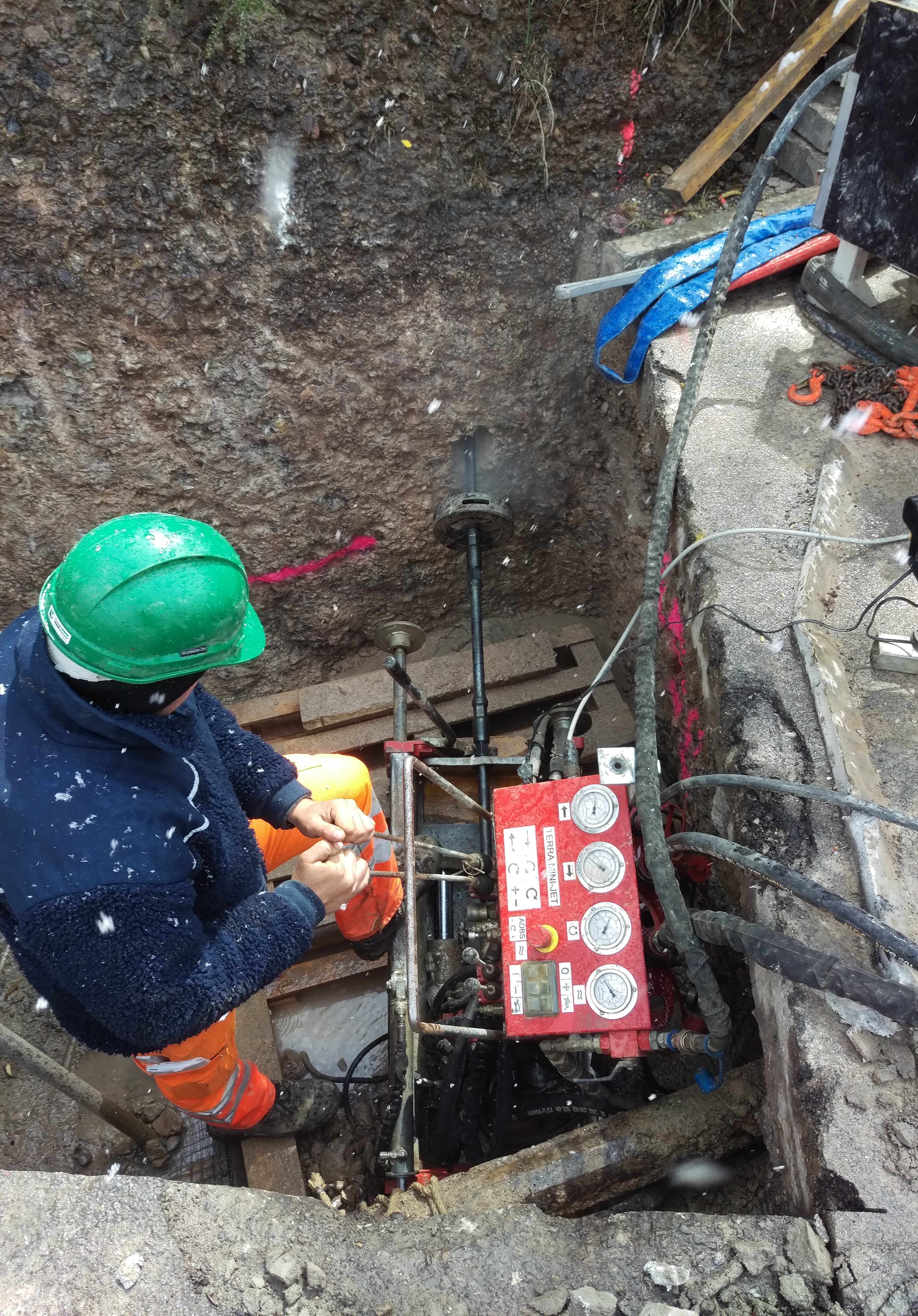 Pit Launched Machines: Fluid Rock Drilling with the MINI-JET MJ 1600