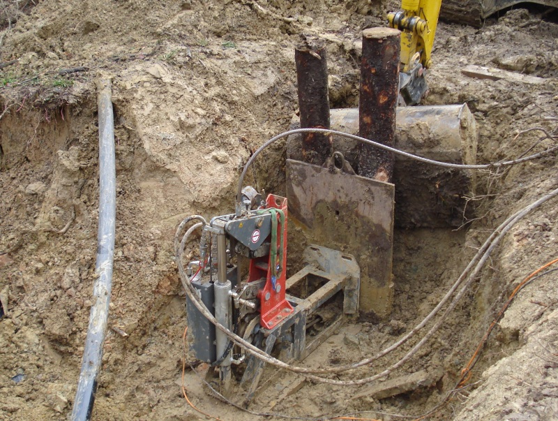 Cable Burster: HDPE Pipe Renewal with a chopper disc knife.