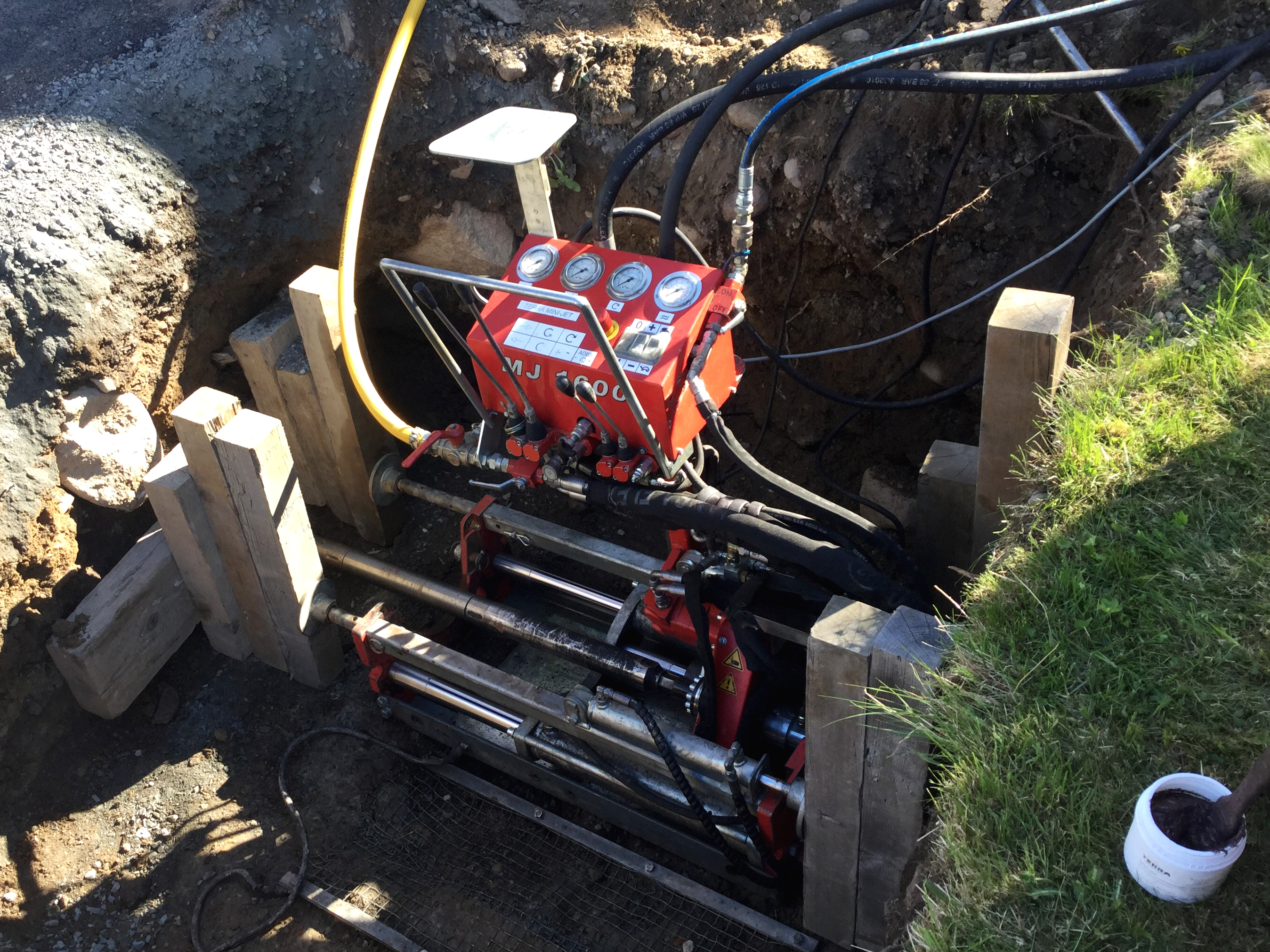 Pit Launched Machines: Rock drilling for FTTH with the TERRA MINI-JET MJ 1600